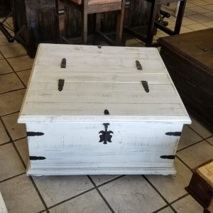 TRUNK COFFEE TABLE - WHITE