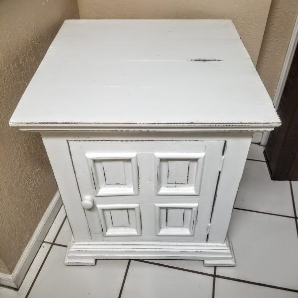 END TABLE - NIGHTSTAND - WHITE CHALET