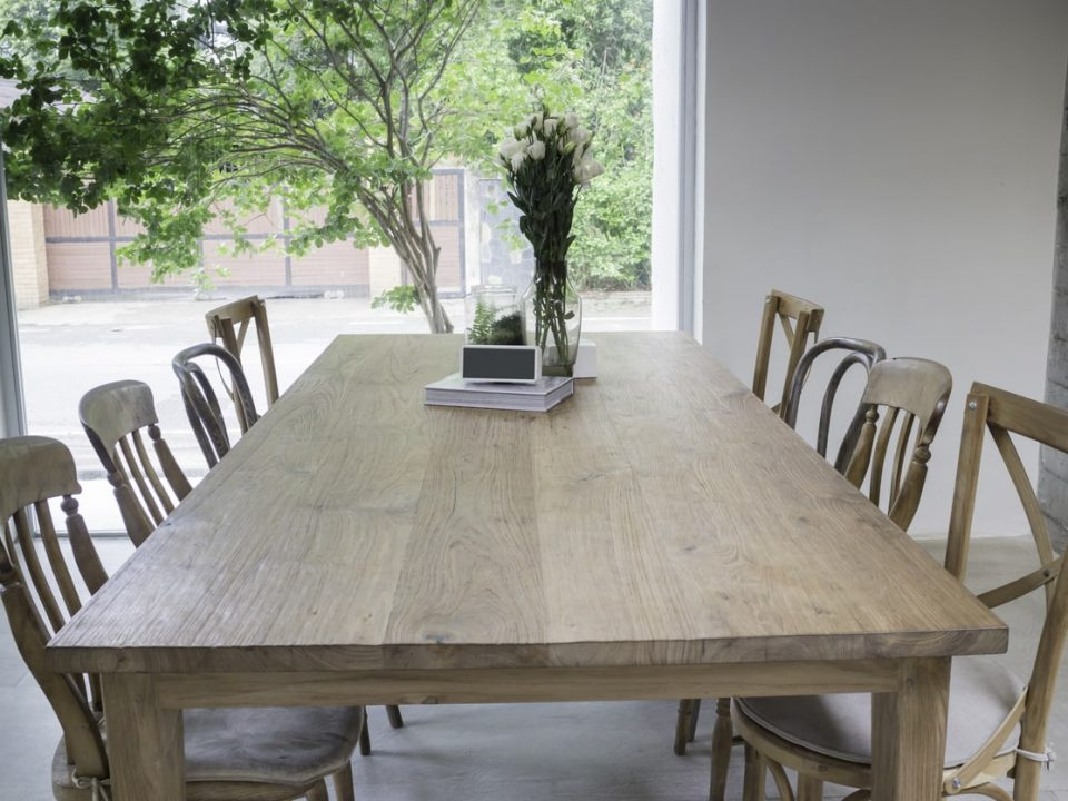 things to consider when buying a dining room table